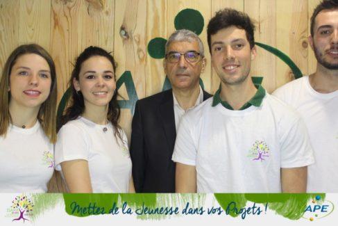 Sur le stand d'APEn, Junior Entreprise de l'Isara ( photo APE)