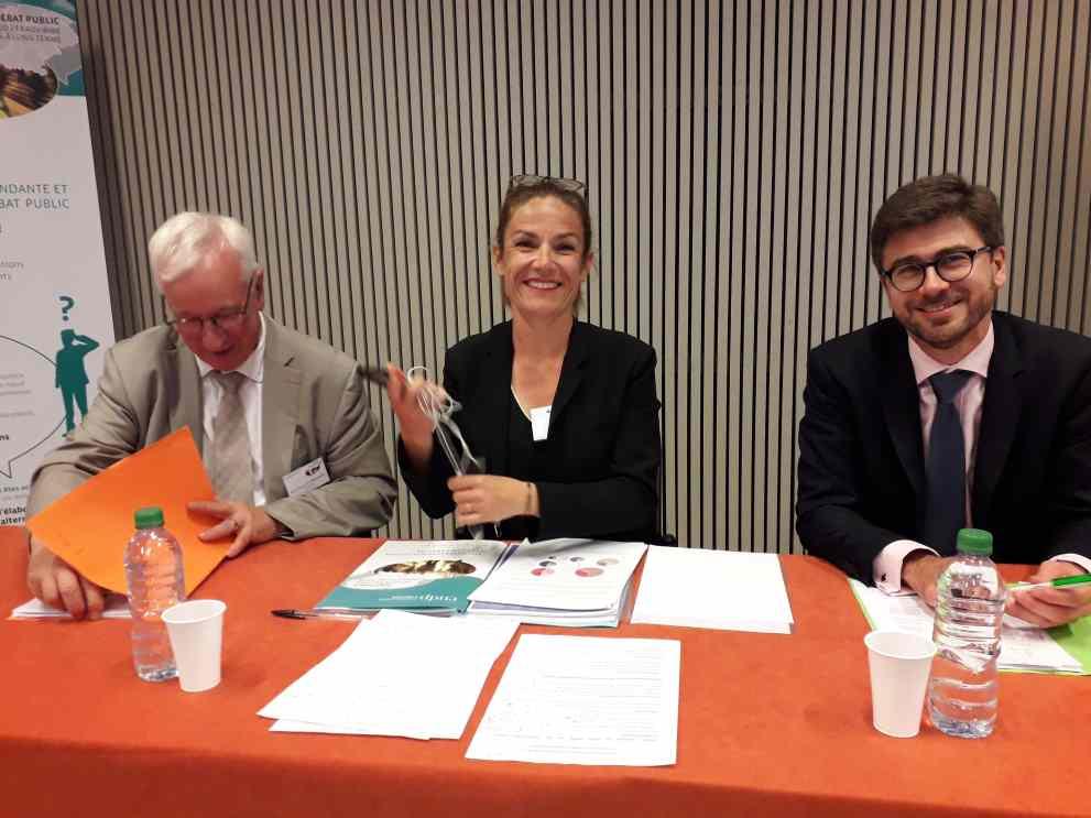 De gauche à droite, Jean-Claude Ruysschaert, président du Débat particulier sur le Noeud Ferroviaire Lyonnais, Chantal Jouanno, présidente de la Commission Nationale du Débat Public, et Allary,, directeur SNCF Réseau Auvergne-Rhône-Alpes ( Enviscope.com)