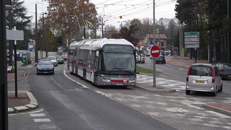 Lyon – Trévoux : le bus à haut niveau de service en avance sur le train