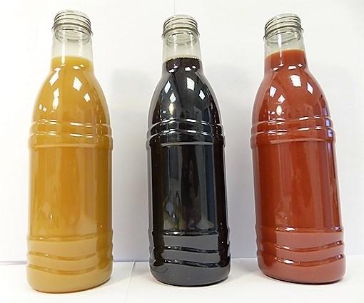 Les premières bouteilles en PET bio-recyclé par Carbios. ©Benjamin Audebert
