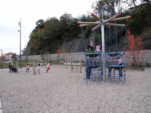 Les espaces publics du nouveau quartier Desjoyaux, à Saint-Etienne ( ph Henri Colomb, Enviscope.com)