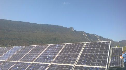 Les toits de l'INES hébergent des panneaux photovoltaïques pour des recherches , mais aussi pour des tests de qualification