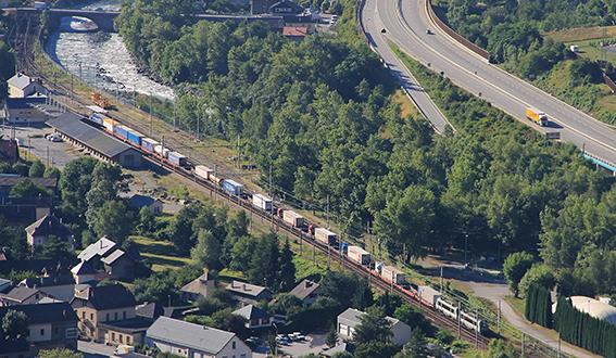 La coupure ferroviaire France-Italie entraîne un report du fret sur la route