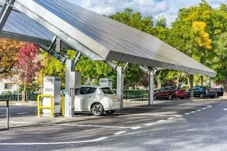 La filière solaire photovoltaïque d'Auvergne-Rhône-Alpes appelle à la ré-industrialisation écologique